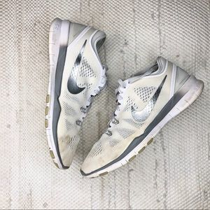 white and sliver Nike free train fit 5 sneakers
